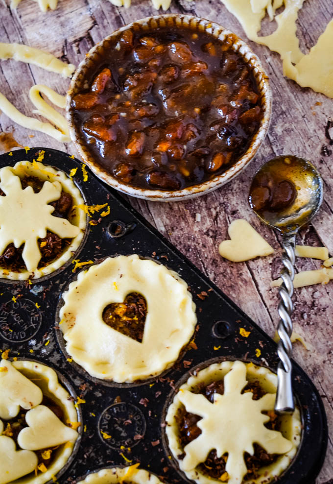 filling mince pies