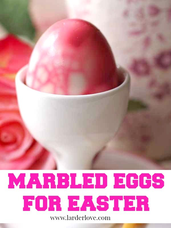 Marbled easter eggs by larderlove