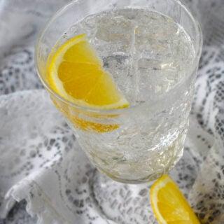 elderflower fizz in glass with lemon