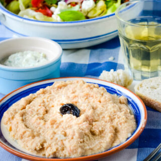 how to make traditional Greek taramasalata