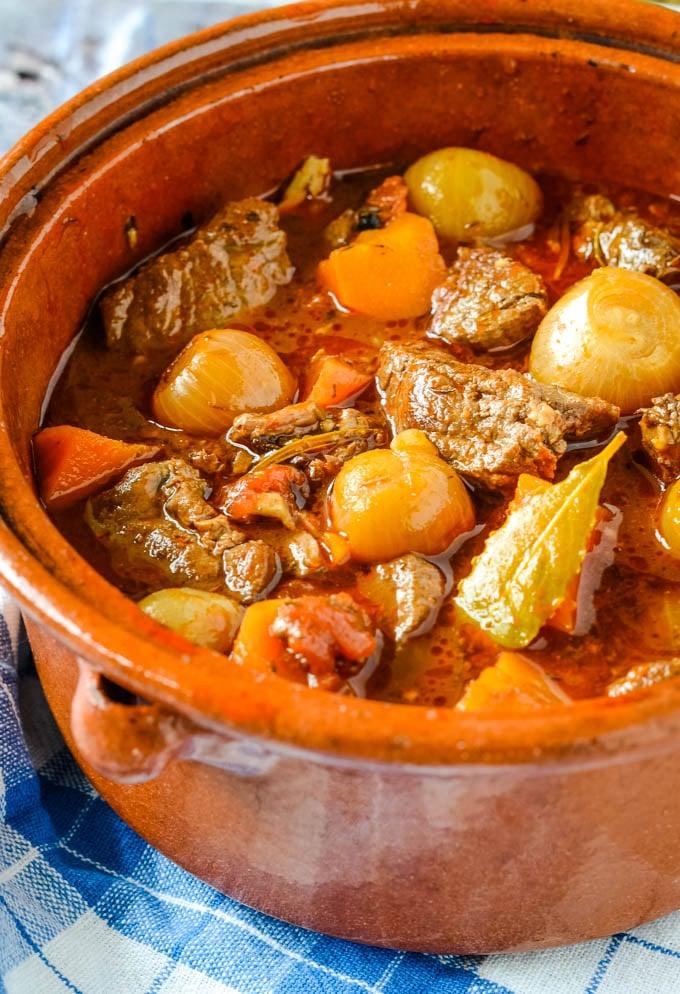 beef stifado in pot