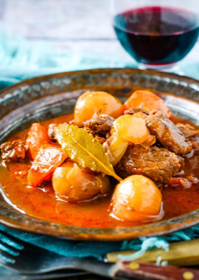 traditional Greek beef stifado stew recipe