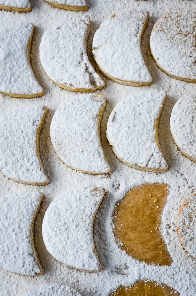 rows of cookies with icing sugar