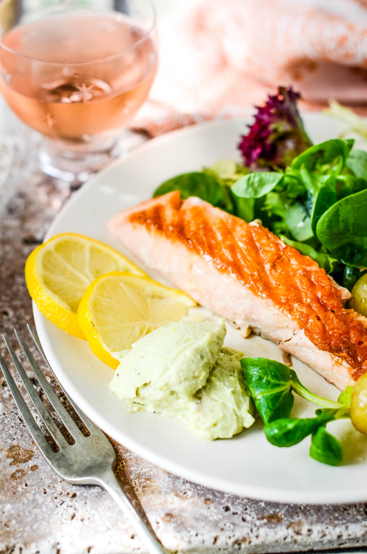 avocado dip with seared salmon and lemon