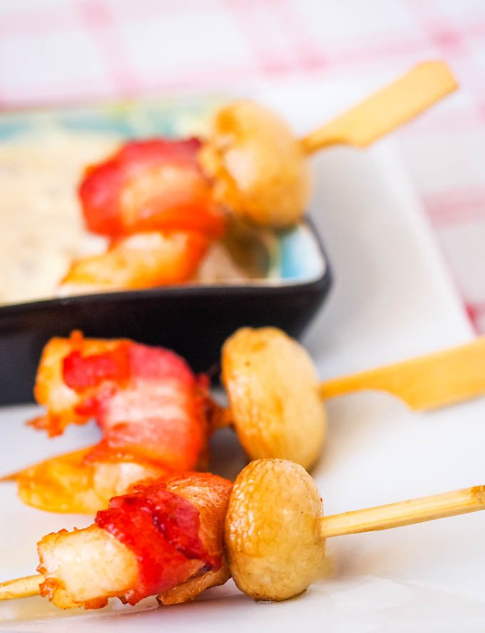 prawn and bacon skewers with dip