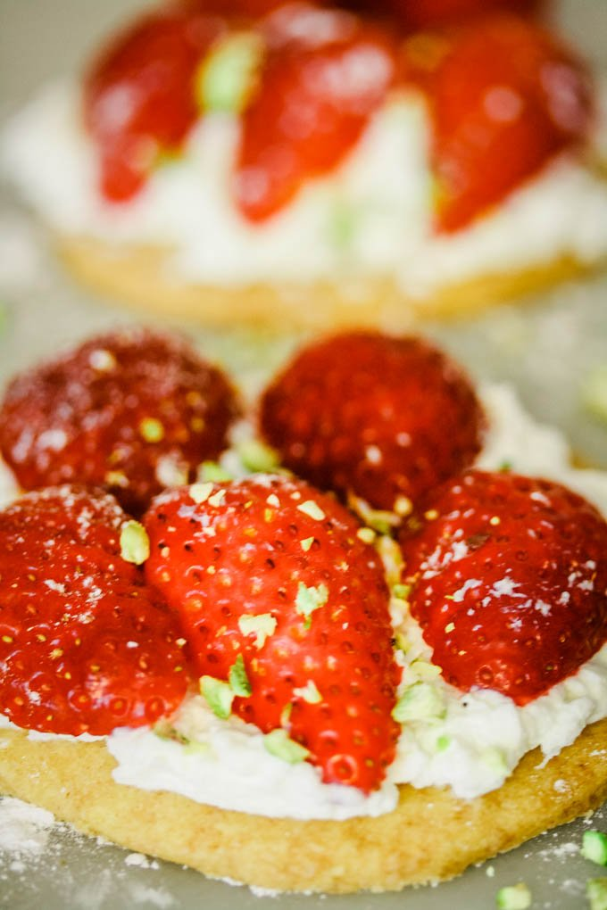 quick and easy strawberry shortcakes by larderlove