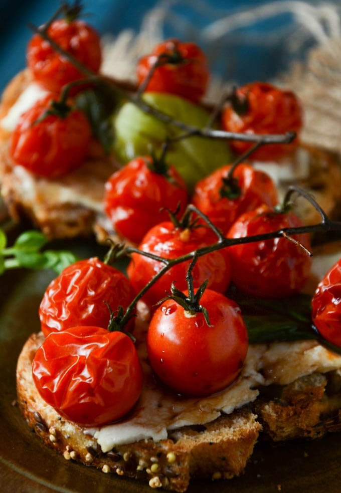close up of the grilled tomatoes on bruschetta