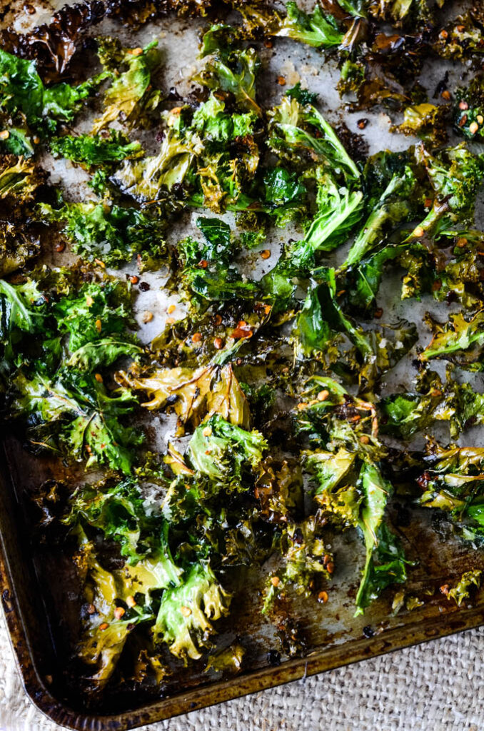 making kale crisps on oven tray