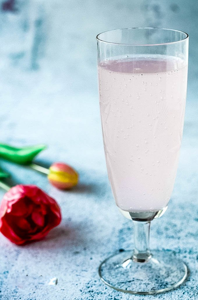 rhubarb and ginger gin fizz cocktail