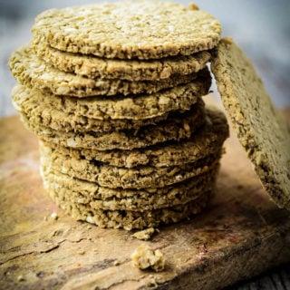 easy oatcakes by larderlove