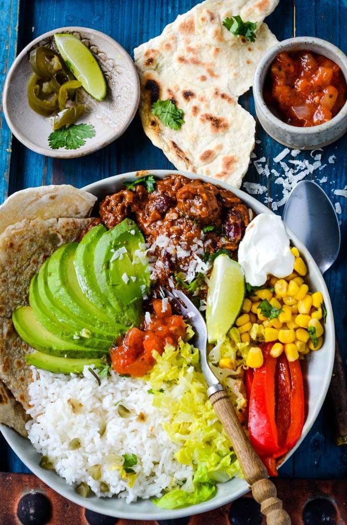 easy chilli con carne taco bowl by larderlove