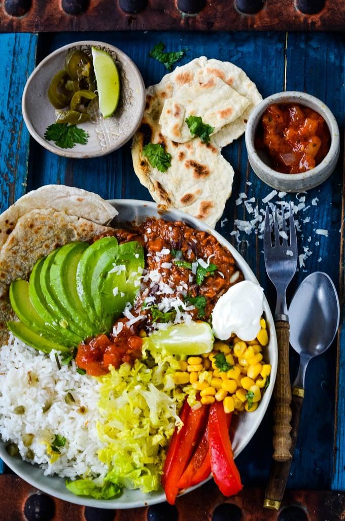 easy beef chilli con carne taco bowl by larderlove
