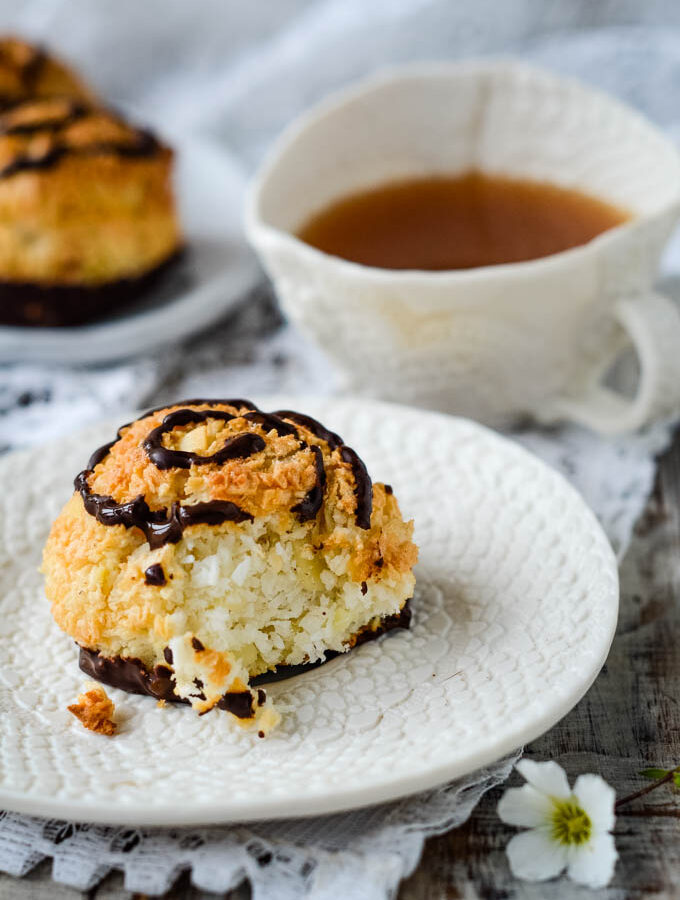 easy coconut and almond macaroons by larderlove