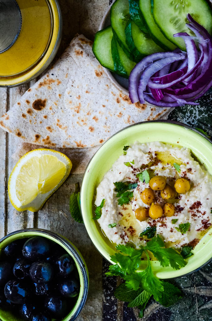 easy homemade traditional hummus by larderlove