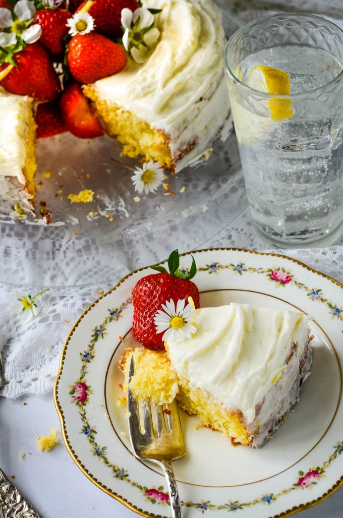 gin and tonic lemon drizzle cake by larderlove