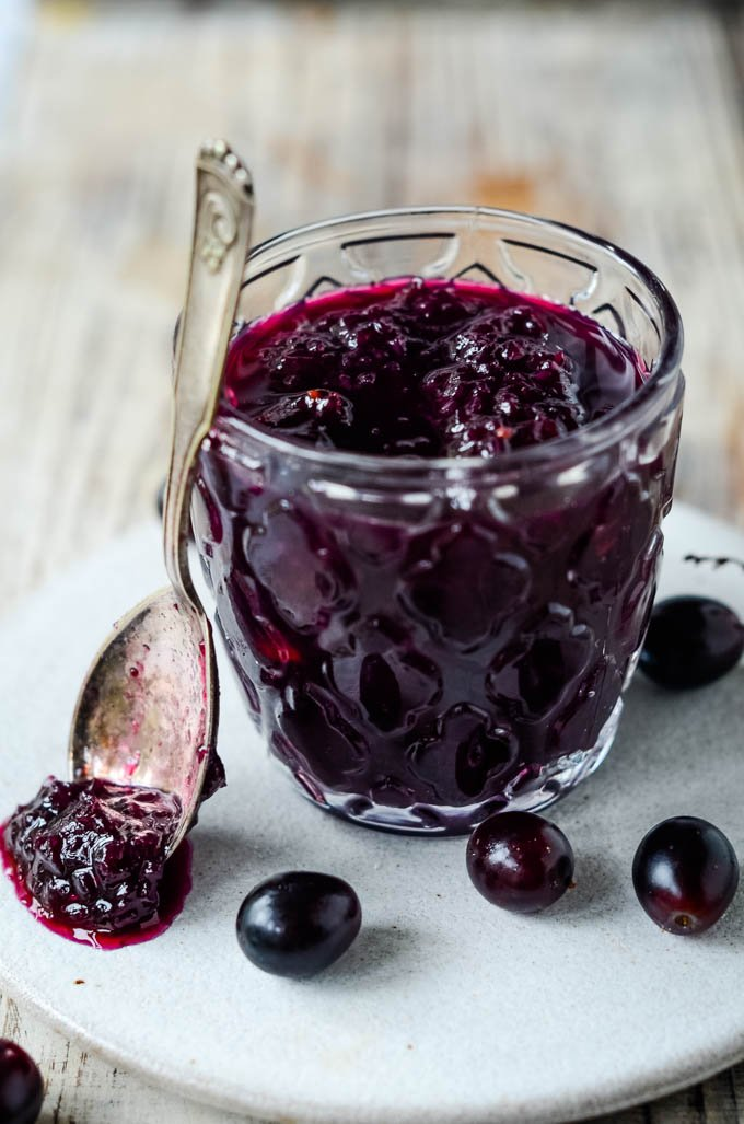 jamjar with grapes