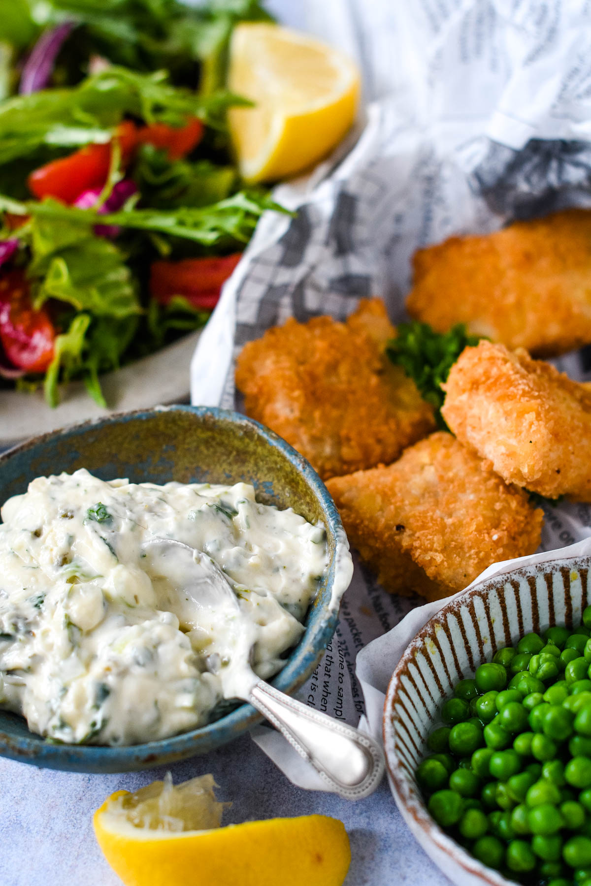 homemade tartare sauce with fish fingers and peas