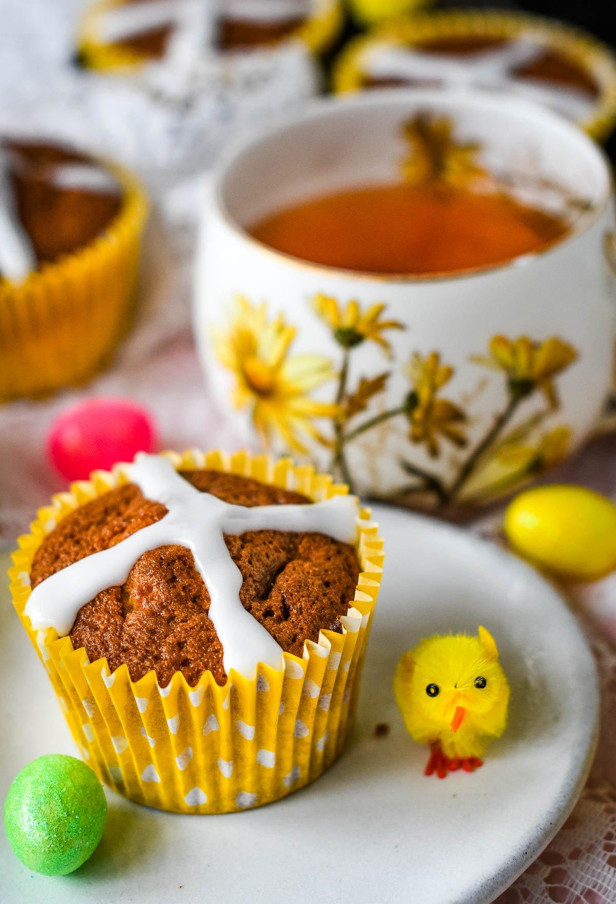 hot cross bun cupcakes